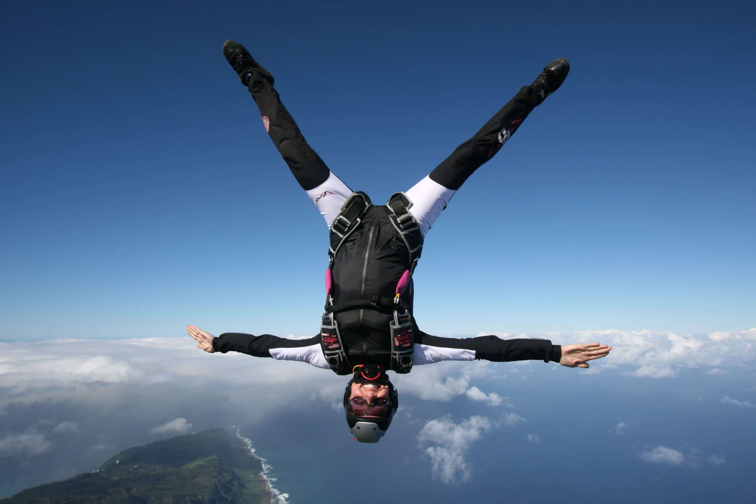 freestyle and freefly skydiving